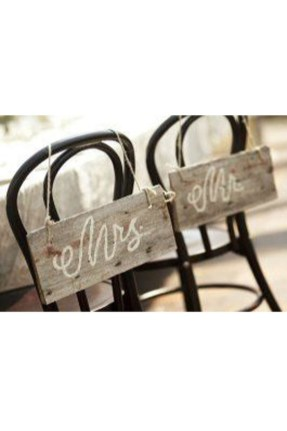 Magnificient Outdoor Wedding Chairs Ideas That Suitable For Couple 06