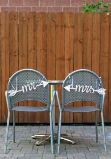 Magnificient Outdoor Wedding Chairs Ideas That Suitable For Couple 13