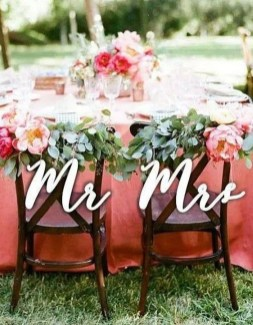 Magnificient Outdoor Wedding Chairs Ideas That Suitable For Couple 29