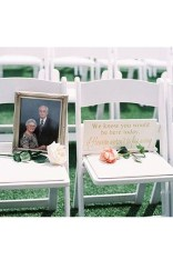 Magnificient Outdoor Wedding Chairs Ideas That Suitable For Couple 35