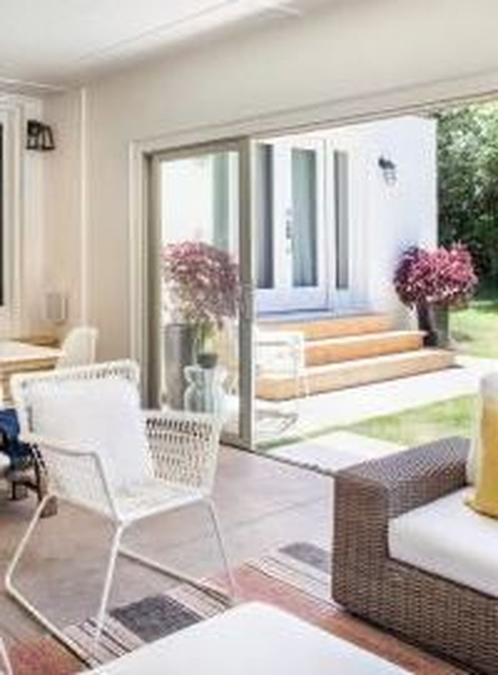 Perfect White Sunroom Design Ideas That Look So Awesome 12