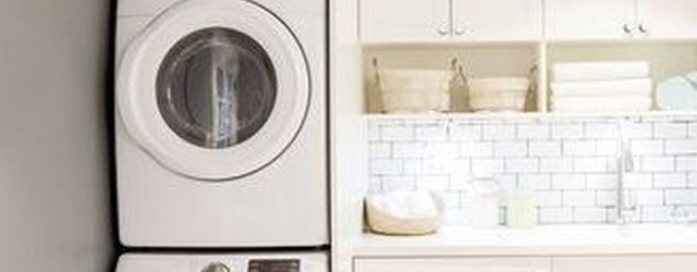 Wonderful Bright Laundry Room Designs Ideas That You Need To Try 38