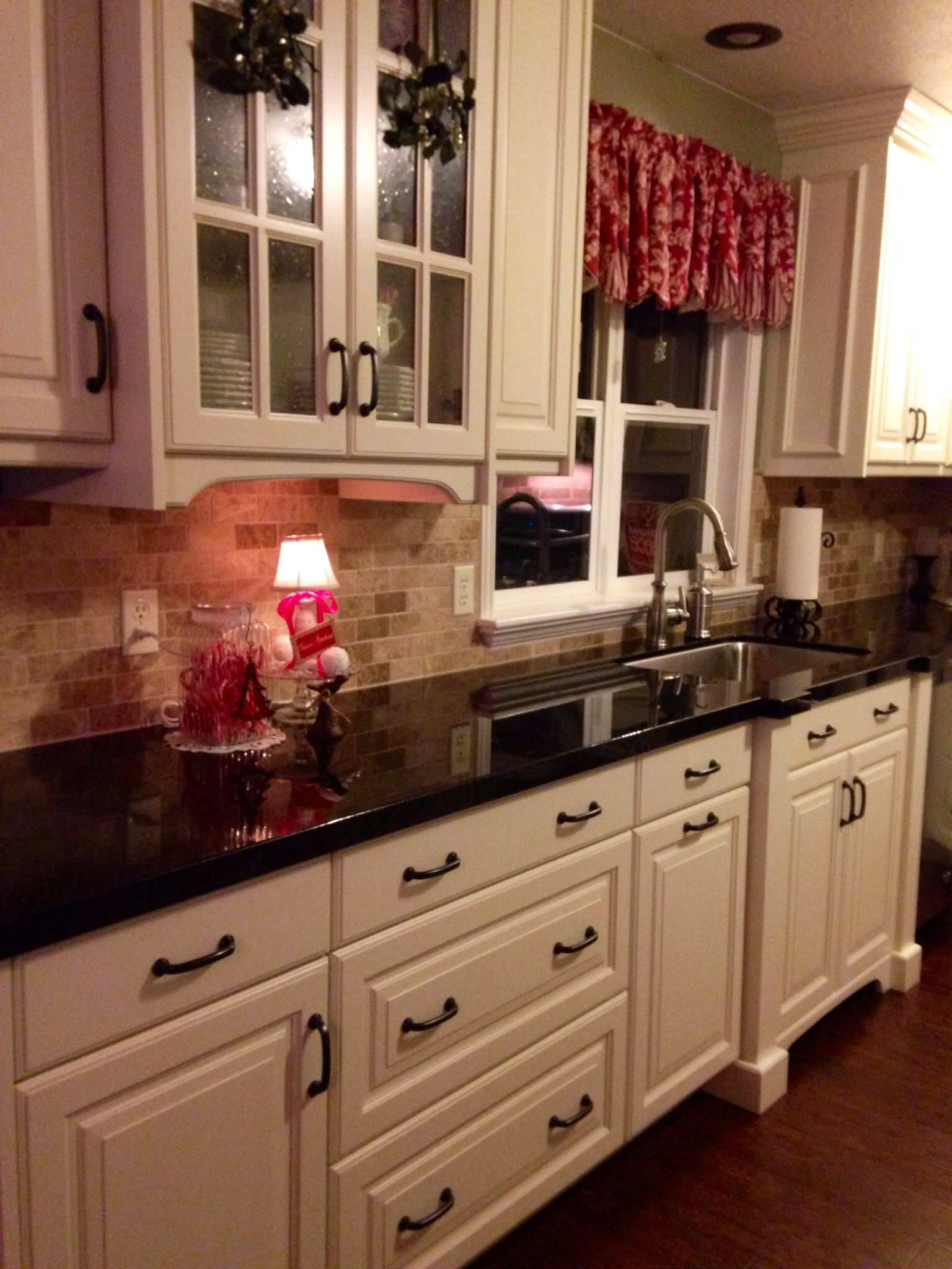 Kitchens With Dark Cabinets And White Countertops