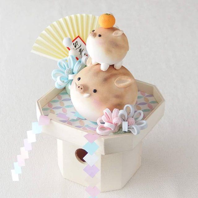 あけましておめでとうございます今年もよろしくお願いいたします#いのしし #ぶたじゃないよ #鏡餅 #粘土