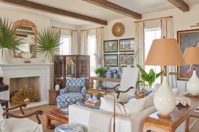 Living room with chairs, lams, and pictures