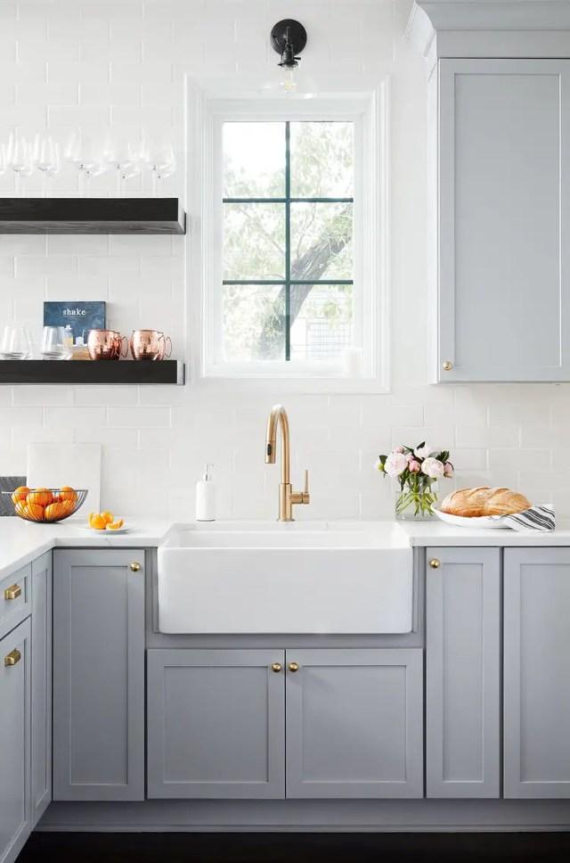 Kitchen sink and kitchen cabinet