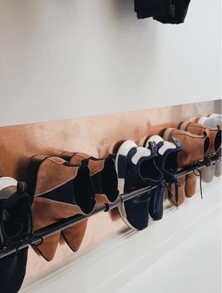 Skoophæng på væg