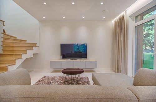 REDE PORTAIS - O PORTAL DO VETOR DO NORTE sala_maior_minimalismo Sala pequena: 5 truques fáceis de decoração para parecer bem maior CASA & DECORAÇÃO