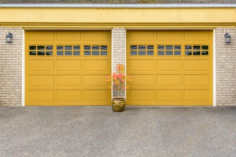Puerta de garaje automática.