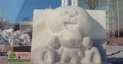 コニーとブラウンの雪像