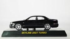 kyosho-1-64-nissan-skyline-gt-r-minicar-col-25gt-turbo-blk-01