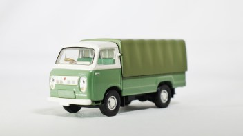 TOMICA LIMITED VINTAGE NEO TOMYTEC - LV-N111b NISSAN CABALL 1900 - DRK GRN & GRY - 02