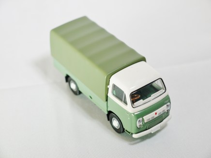 TOMICA LIMITED VINTAGE NEO TOMYTEC - LV-N111b NISSAN CABALL 1900 - DRK GRN & GRY - 04