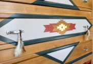 relooking meuble, commode vintage relooké style boho ethnique chic motifs geométriques navajos dcosmose.com