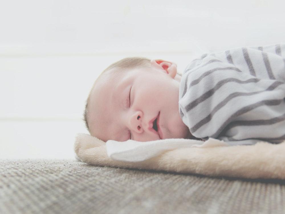 White noises to put baby to sleep: good or bad idea?