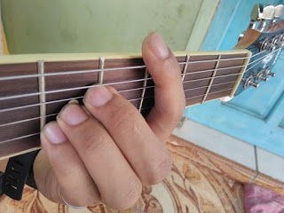 kunci gitar C gantung