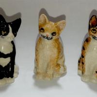 Dedales de porcelana con forma de gatos.