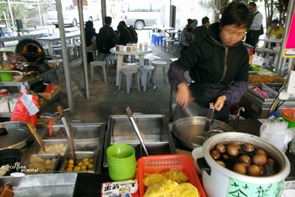 dscf4120 fhdr - Hong Kong Trip : Disneyland, Ngong Ping, Ladies Market