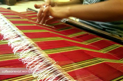 songket02 - Eloknya Budaya Tenun Kain Songket, Jumputan, dan Batik Khas Palembang