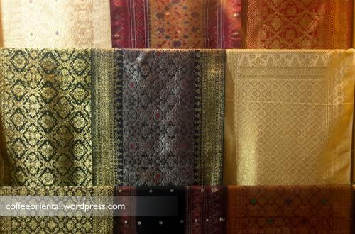 songket05 - Eloknya Budaya Tenun Kain Songket, Jumputan, dan Batik Khas Palembang