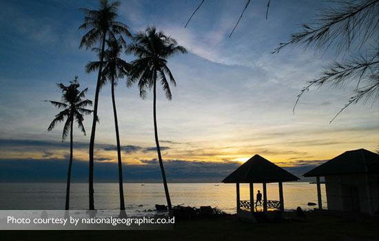 Menikmati subuh yang damai di Pantai Sumur Tiga