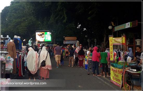 Minggu pagi Kambang Iwak sudah ramai pasar tumpah