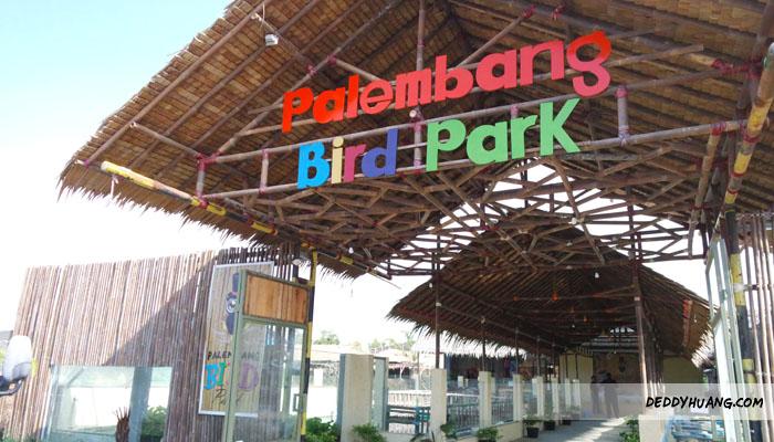 bird20 - Santai Pegang Burung di Palembang Bird Park