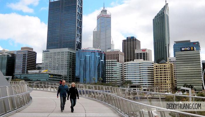 elizabeth quay - 9 Tempat Traveling Seru Musim Panas Sambil Kuliner Enak di Perth
