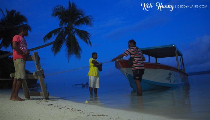 pagi di raja ampat - Jelajah Raja Ampat: Puncak Wayag, Ikon Raja Ampat