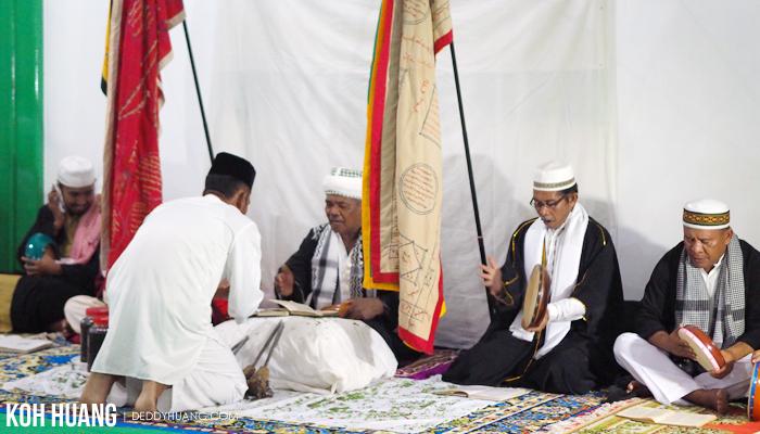 meminta izin taji besi - Ratib Taji Besi, Tradisi Debus Tidore