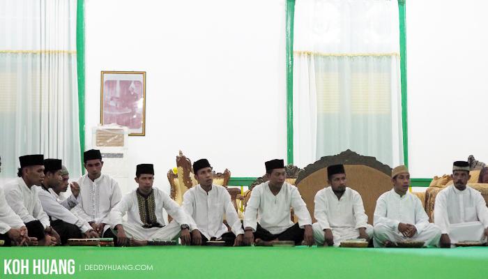 peserta ratib taji besi - Ratib Taji Besi, Tradisi Debus Tidore