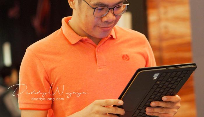 travel blogger deddyhuang - Traveling Bawa Laptop? Ini Laptop 2in1 Untuk Gaya Hidup Kamu yang Dinamis
