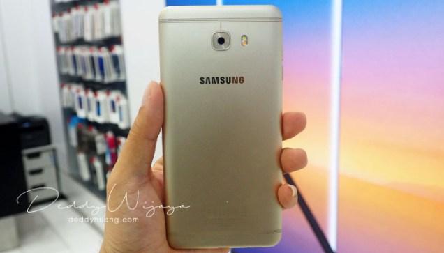 bodi belakang galaxyc9pro - Gaya Hidup Aktif Bersama Samsung Galaxy C9 Pro