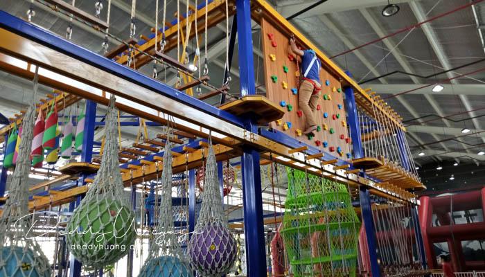 climbing - Baru! 2 Tempat Bermain Anak di Palembang