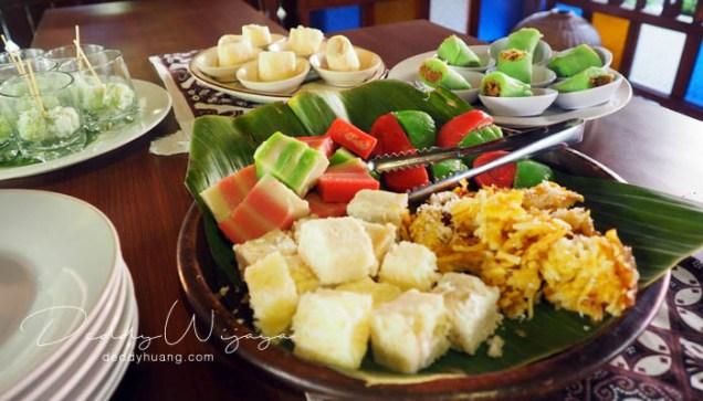kue tradisional - Antara Solo dan Yogjakarta Kita Jatuh Cinta #JadiBisa