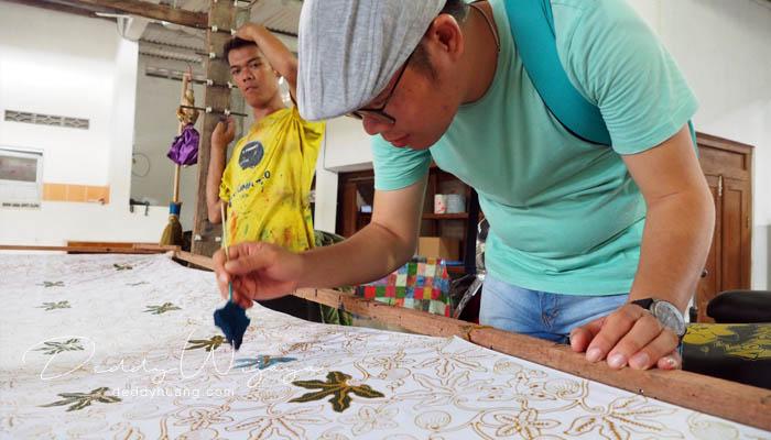 mewarnai batik - Antara Solo dan Yogjakarta Kita Jatuh Cinta #JadiBisa