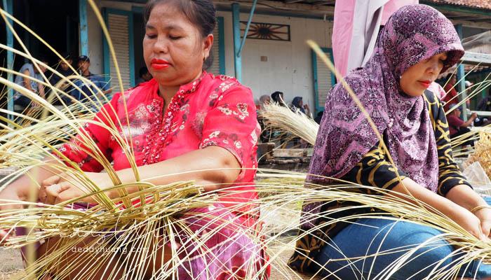 pengrajin nipah - Pasar Baba Boentjit, Warna Baru Wisata Kota Palembang