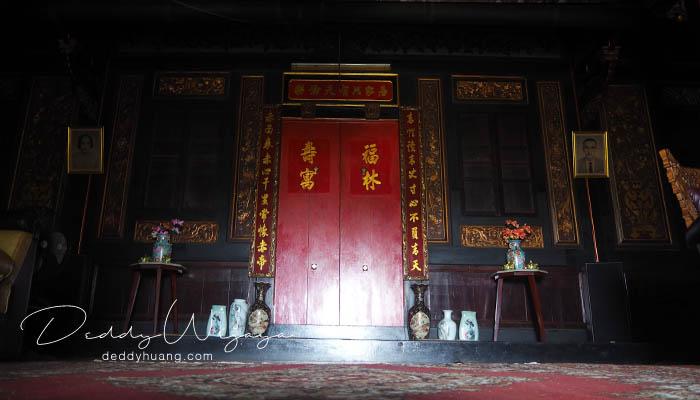 pintu merah - Pasar Baba Boentjit, Warna Baru Wisata Kota Palembang