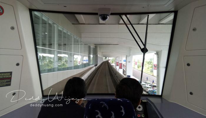 petugas skytrain - Penasaran! Inilah Penampakan Skytrain Bandara Soekarno Hatta