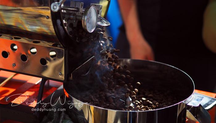 roasting bean - Secangkir Semangat Kopi Kapal Api Jelas Lebih Enak