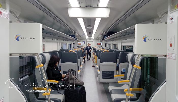 interior kereta api bandara 2 - Pengalaman Naik Kereta Api Bandara Soetta (Soekarno Hatta)