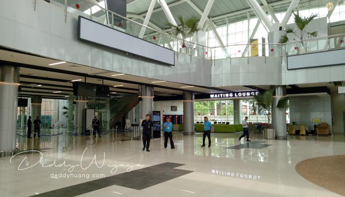 interior stasiun soekarno hatta - Pengalaman Naik Kereta Api Bandara Soetta (Soekarno Hatta)