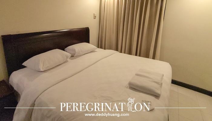 kamar tidur Grand Tropic Suites Jakarta