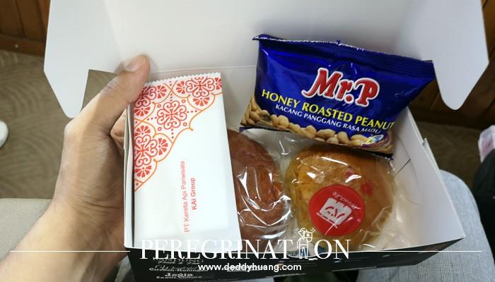snack box kereta api priority