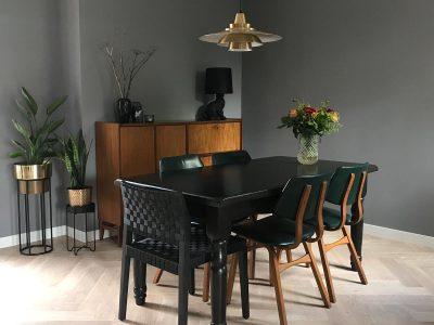vintage superlight gouden hanglamp vintage stoelen