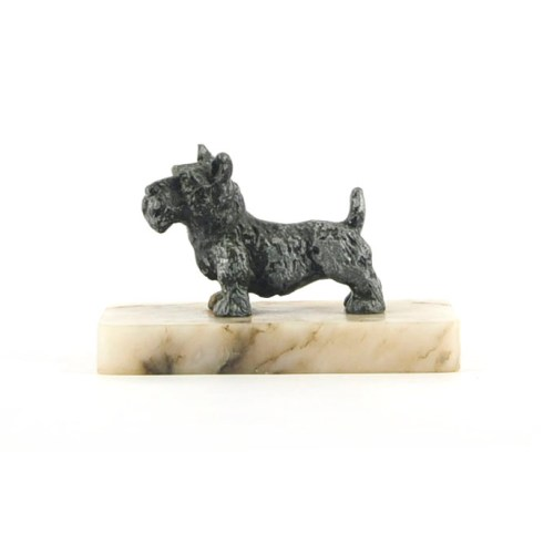 bronzen hondje beige marmeren plaat