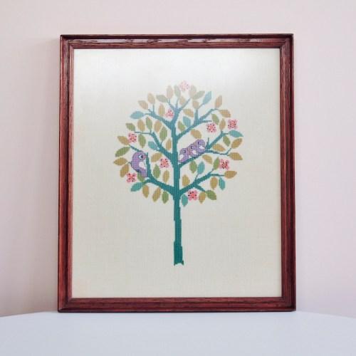 lijst geborduurde groene boom