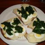 egg sandwich with spinach