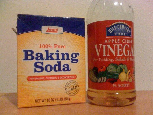 Baking soda and vinegar as a laundry aid