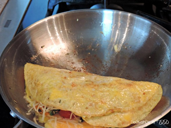 fold over eggs for omelette